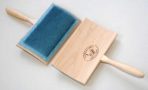 Wool Curverd Back Hand Carder